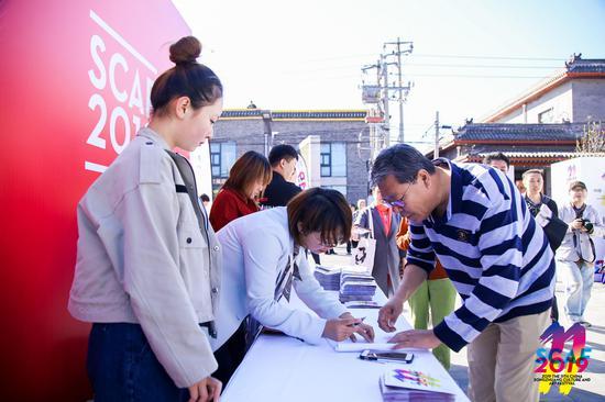 媒體嘉賓簽字