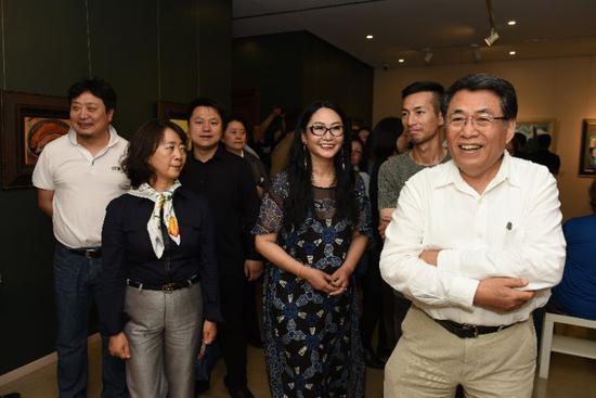 段威油畫展在中國油畫院美門美術館開展