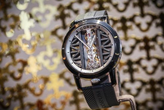 Corum昆仑表全新DLC涂层钛金属金桥腕表