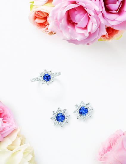 海瑞温斯顿往花卉Sunflower计划珠宝系列Petite蓝宝石钻戒与Petite蓝宝石钻石耳钉