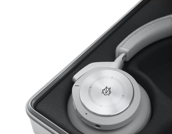 RIMOWA x Bang & Olufsen Beoplay H9i 耳机