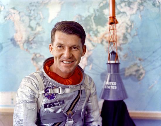 """1962年,美国宇航员瓦尔特·施艾拉 (Walter """"Wally"""" Schirra) 在执行水星计划时佩戴欧米茄CK 2998超霸腕表进入了太空"""