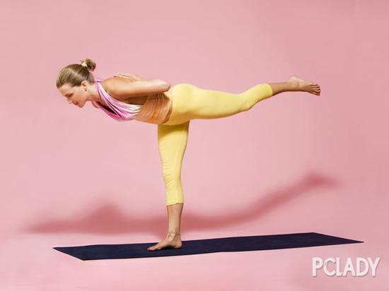 单腿站立伸展式瑜伽