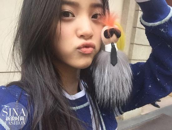 自然堂冰肌水代言人_从自然堂到香奈儿都爱她 16岁的欧阳娜娜有什么魔力?_手机新浪网