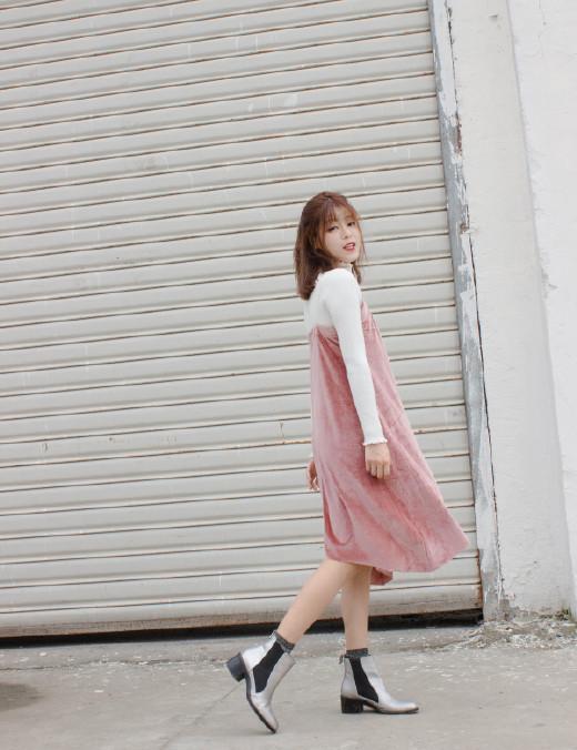 刘诗诗丝绒连衣裙灵动俏皮 黑色丝绒裙复古又不失少女感 时尚潮流 第8张
