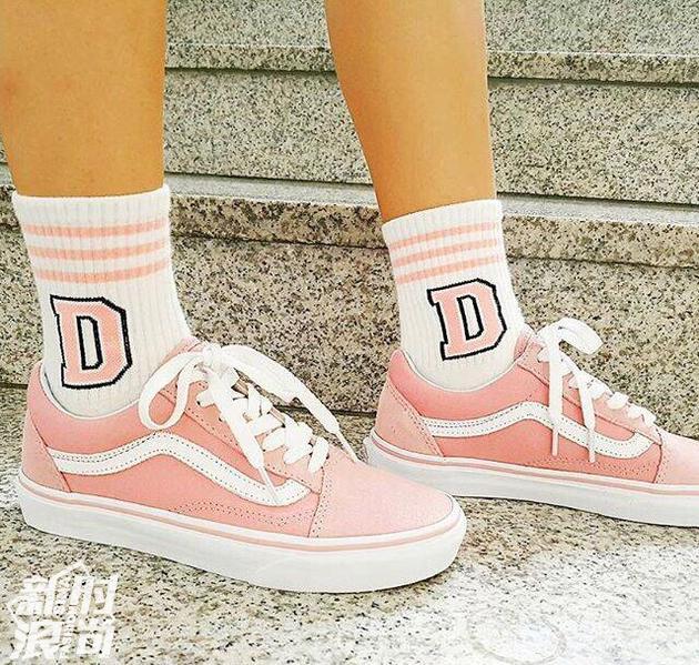 少女心爆棚的粉色Vans X Folder运动鞋
