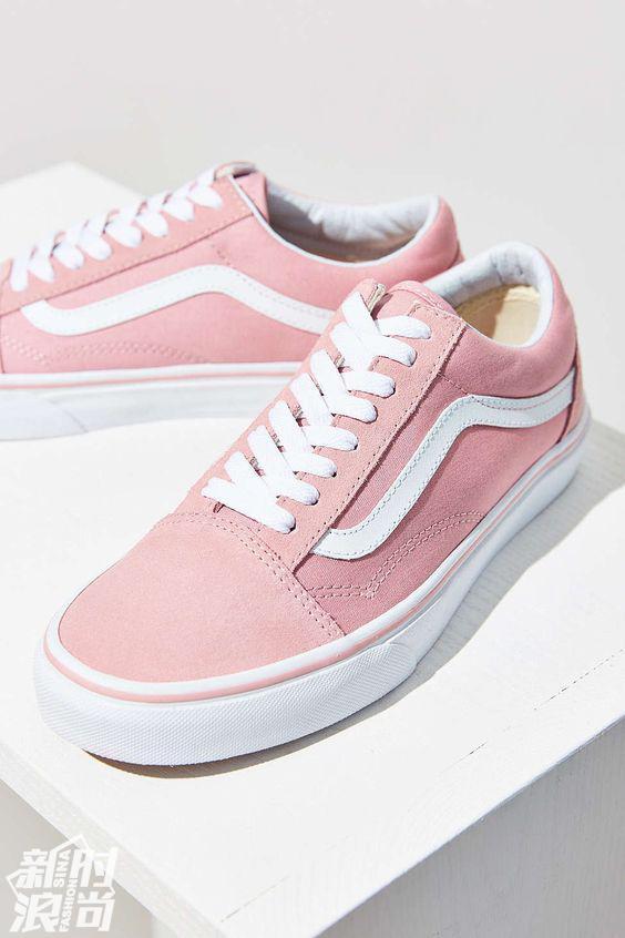 粉色的vans运动鞋