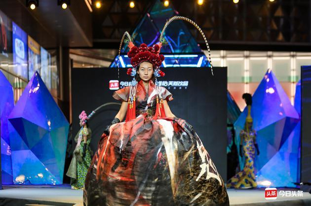 设计师胡社光由伦敦带来的高定大秀――《丝路|风水》