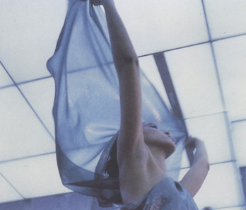 1982年,Pat Cleveland展示Halston设计的系列
