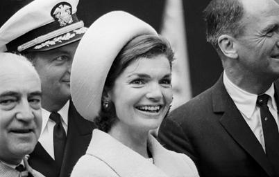 前美国第一夫人Jackie Kennedy佩戴Halston定制女帽