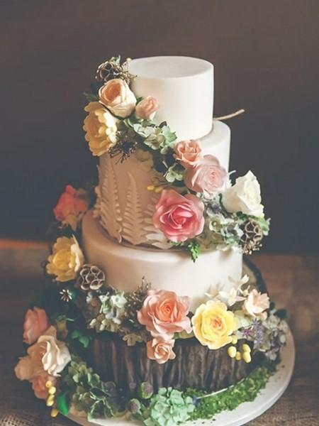鲜花与绿叶蛋糕