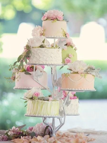 用蛋糕组合而成的树木