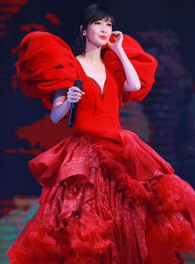 优雅 红裙