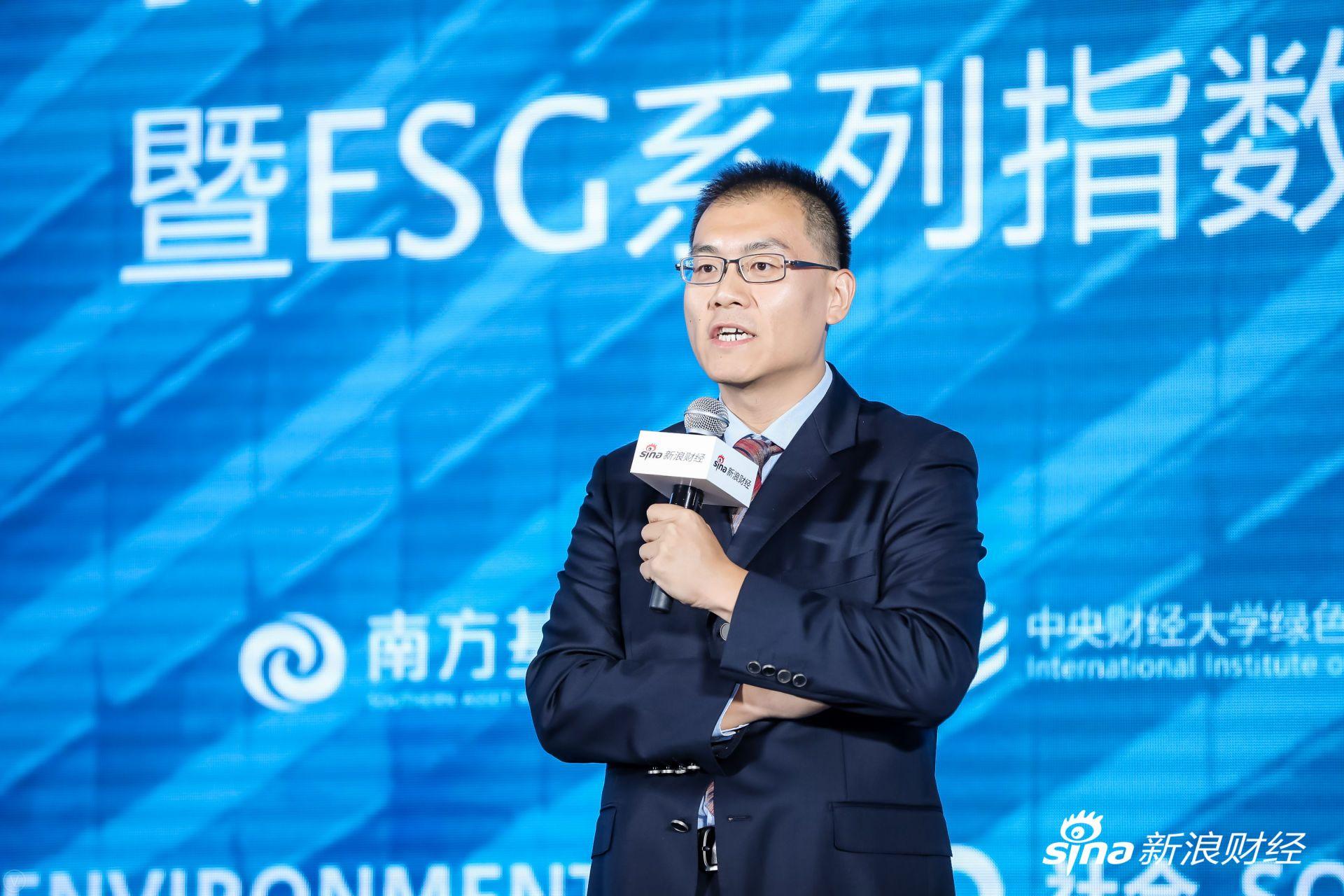 商道融绿董事总经理张睿发表主题演讲。(?#35745;?#26469;源:新浪财经)