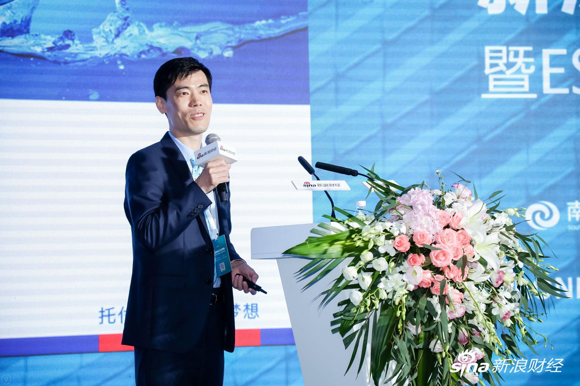"""南方基金首席市场官吴增涛发表""""履行责任担当,践行ESG的理念""""主题演讲。(?#35745;?#26469;源:新浪财经)"""