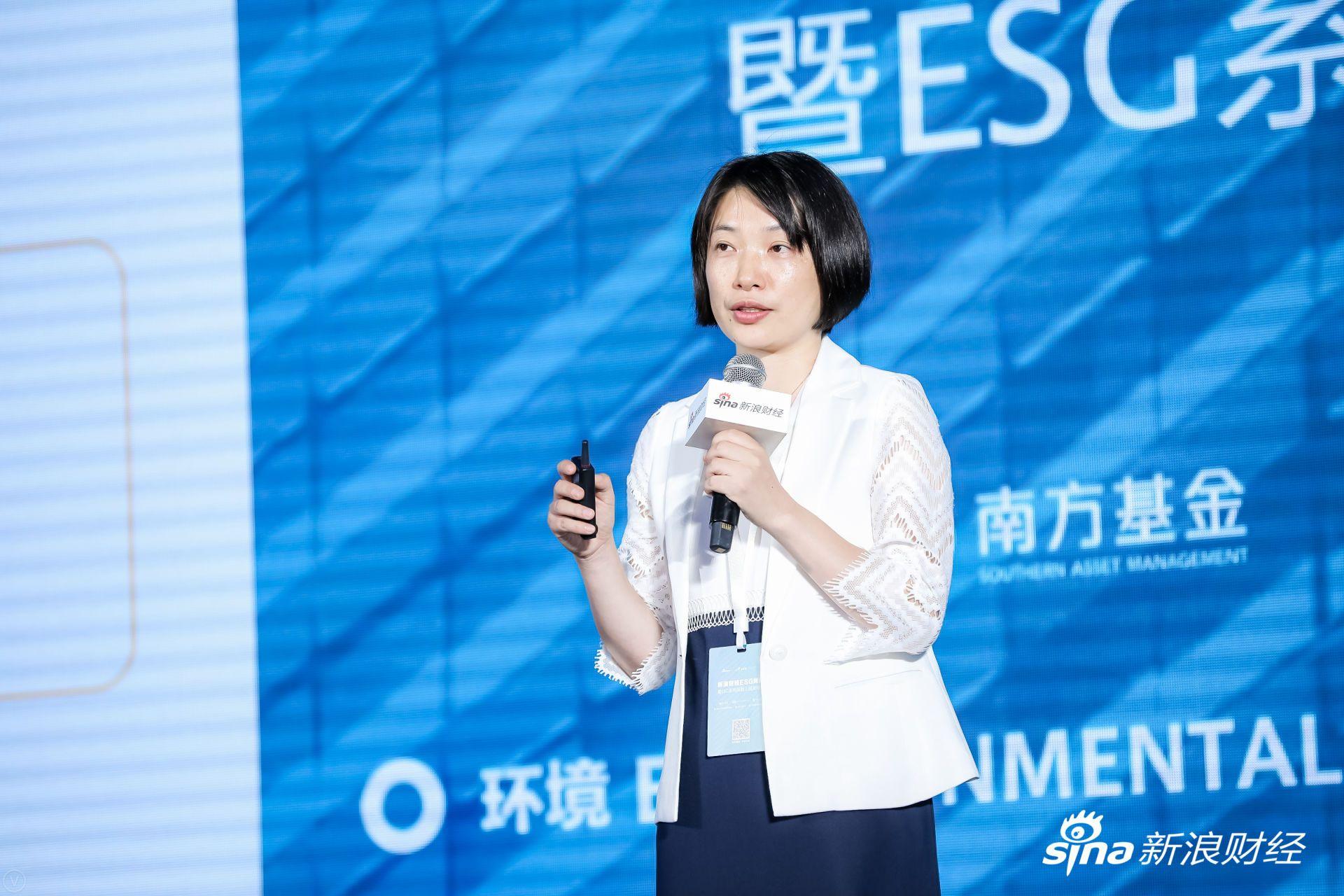 中央财经大学绿色金融国际研究院院长王遥发表主题演讲。(?#35745;?#26469;源:新浪财经)