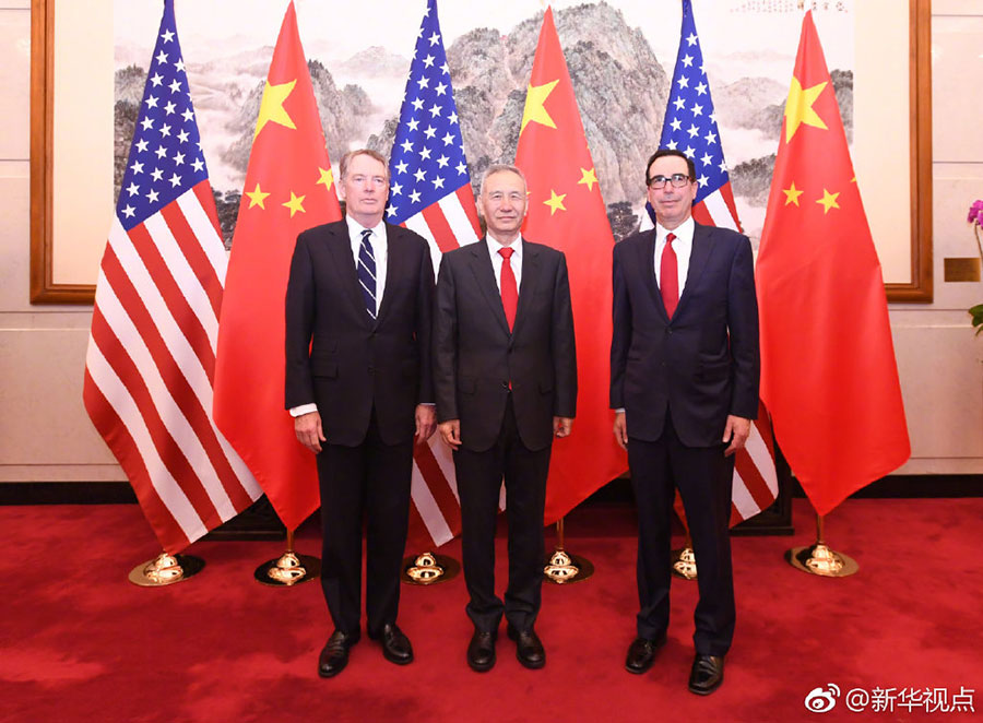 国务院副总理、中美全面经济对话中方牵头人刘鹤与美国贸易代表莱特希泽、财政部长姆努钦合影(图片来源:新华社)