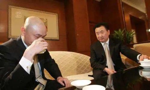 当时候,黄光裕风光无二,王健林还异国做首富