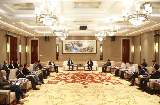 张文中、陈东升、王玉锁等亚布力中国企业家论坛成员到访茅台