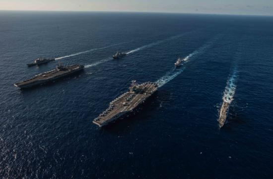 """""""里根""""号航母抨击大队与""""斯坦尼斯""""号航母抨击大队 图源:美国海军"""