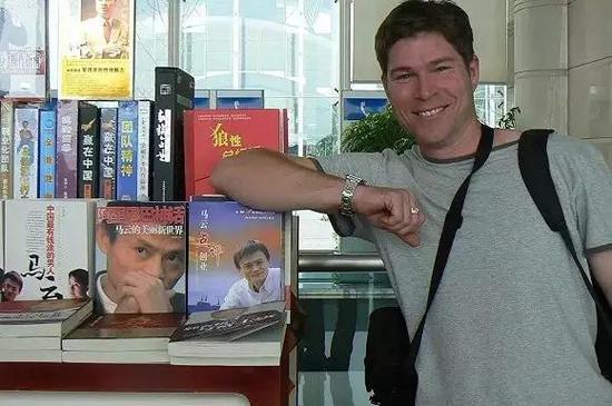 2008年杭州机场,马云少年时期的澳大利亚笔友戴维·莫利