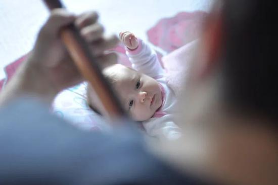 人口转型如何应对?央行工作论文呼吁全面放开生育