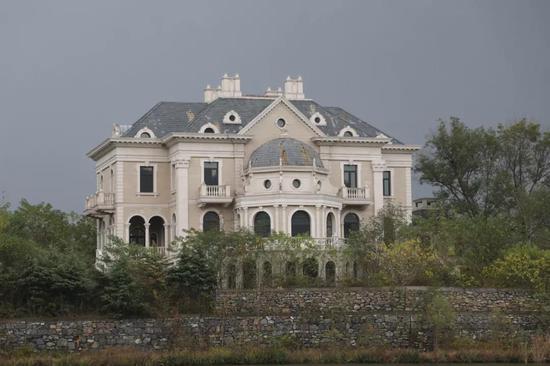 苏宁环球佛手湖项现在已建成的别墅