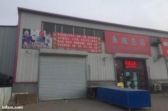 ▲几乎每天都有会员到天津权健集团总部培训、学习,带旺了一条街的生意。(南方周末记者 李在磊/图)