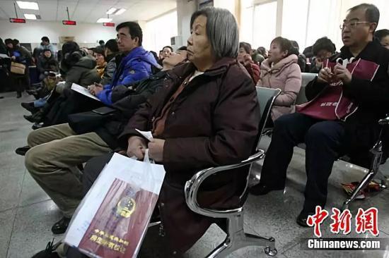资料图:图为北京市海淀区房管局办事大厅。中新社记者 苏丹摄
