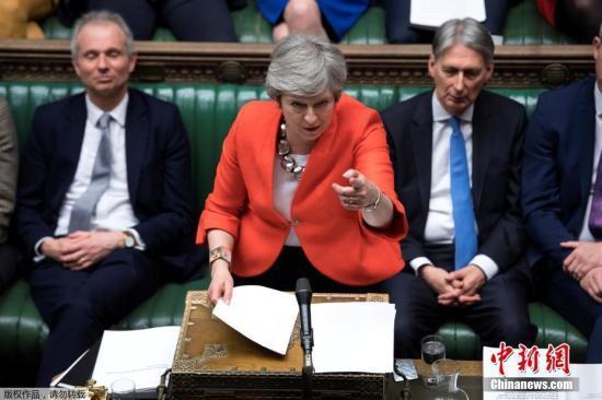 """资料图:当地时间3月12日晚,英国议会以391-242票再次否决了首相特蕾莎·梅与欧盟达成的脱欧协议草案,欧盟警示英国恐有""""无协议""""脱欧风险。"""