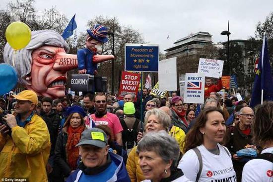英国百万民众大游行:停止脱欧 网上签名超450万
