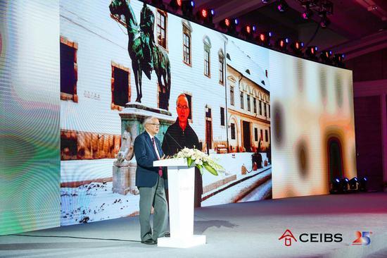 中欧国际工商学院终身荣誉教授吴敬琏