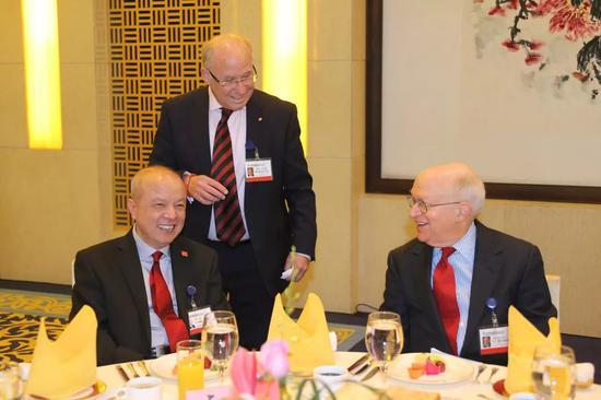 2014年中国发展高层论坛的早餐会上,卢迈、Marty