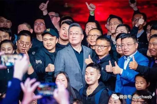英国前议员斥西方国家:香港怎样都不关英国的事