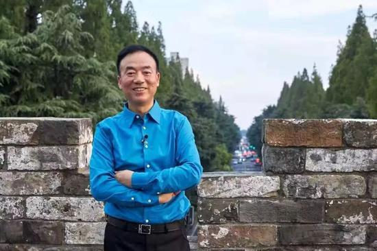 大摩:维持中国通号增持评级下调目标价至6.56港元