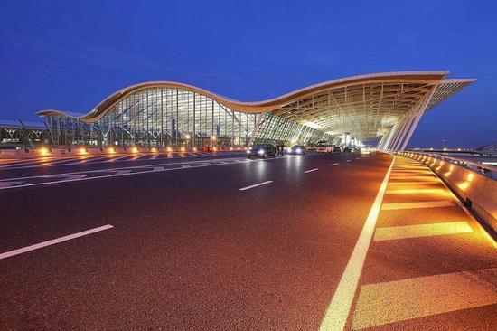 10月浦东机场旅客吞吐量负增长 创下8年来最低增速