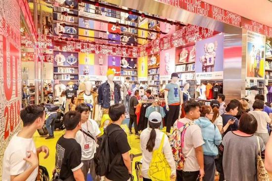 最高售价仅99元人民币的优衣库xKaws系列产品在开店3秒内就被全部抢光