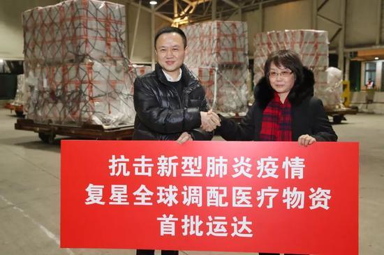 首批物资在早晨抵达上海,第暂时间施舍给疫情防控做事