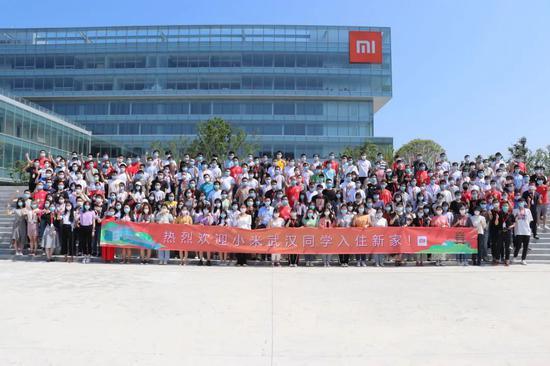 6月8日,首批入驻小米武汉总部新大楼的员工。