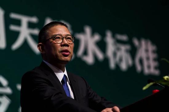 农夫山泉香港上市高开低走 钟睒睒当了半小时中国首富