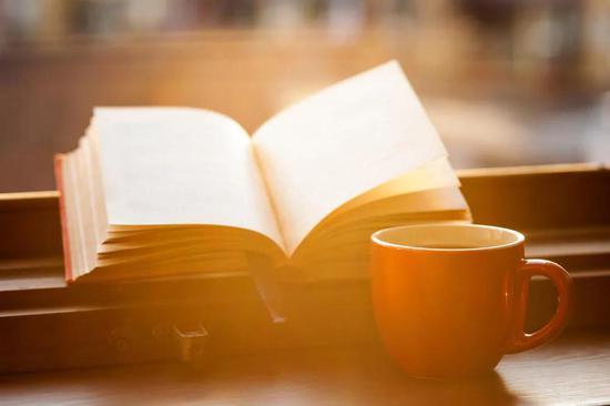 """每天都应该是""""世界读书日"""" 你能不能为一本书而放下手机?"""