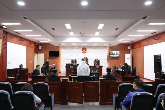 原银监会内蒙古监管局局长薛纪宁开庭 其受贿超4亿元