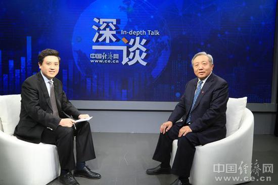 中国人民大学原副校长吴晓求:头部企业市盈率动辄百倍甚至两百倍 风险巨大