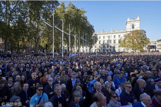 10月20日,英国伦敦70万人大游走,呼吁对脱欧进走第二次公投。(视觉中国)