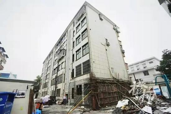 一业主装修敲掉承重墙,整幢楼变D级危房,至少要赔上百万!