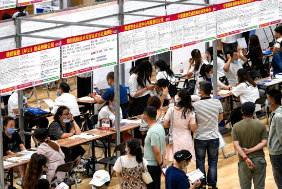 7月25日,银川都市圈夏季大型人才交流会活动现场。