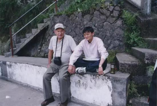 马云陪KEN在杭州