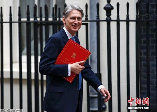 原料图:英国财政大臣菲利普·哈蒙德。