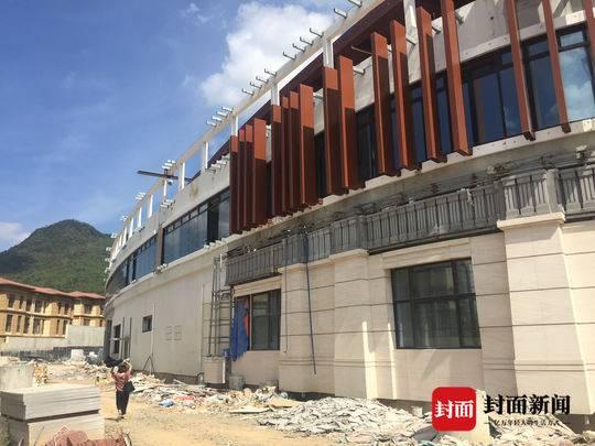 国茂清水湾营销中心也被打造成酒店,目前已经停工。