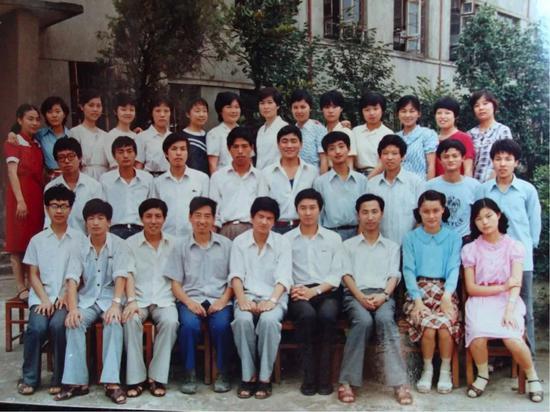 1988年夏,马云的卒业照,你找到他了吗